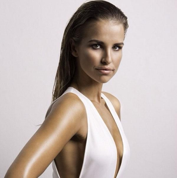Strike a pose! Want to lose a few inches or fit into a clingy dress? We have Vogue Williams' tried and tested trick that requires zero effor...