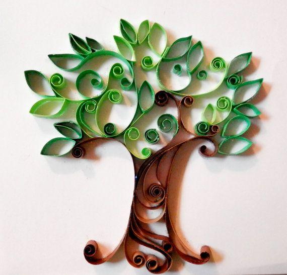 árbol con tiras de hojas de papel