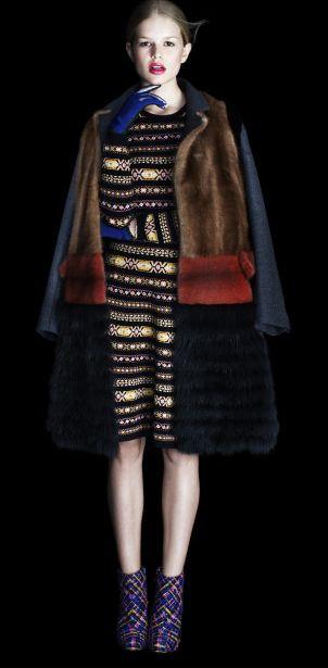 MARNI (платье Валентино, обувь Эрдем, перчатки Баленсиага)