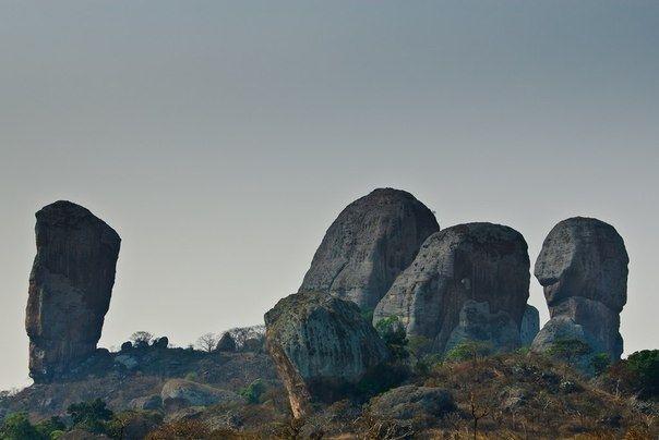 Чёрные камни Пунго-Андонго - Путешествуем вместе