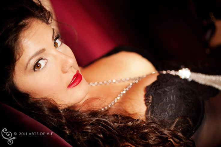 Boudoir Photography - black lingerie and red lipstick!