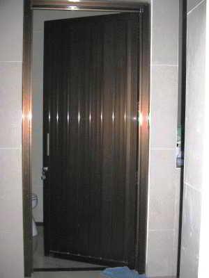 27 best Desain Pintu Kamar Mandi (PVC, Kayu, Aluminium ...