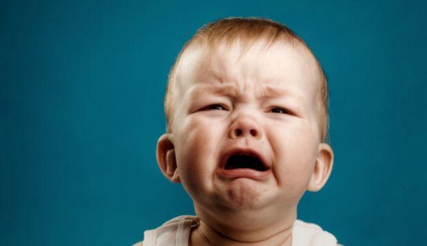 Entender y sobrellevar la angustia del octavo mes (o angustia por separación) es difícil para los padres.