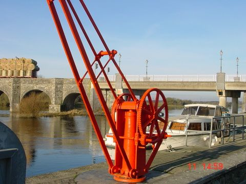 http://irishwaterways.files.wordpress.com/2010/08/overwintering-at-shannonbridge-01_resize.jpg