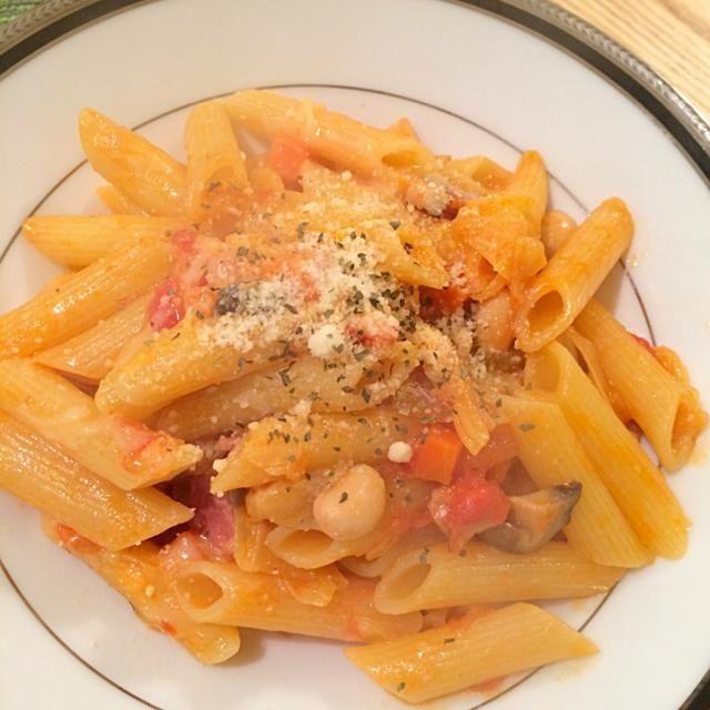Gary Momoa: 野菜のトマト煮込みソースのペンネ