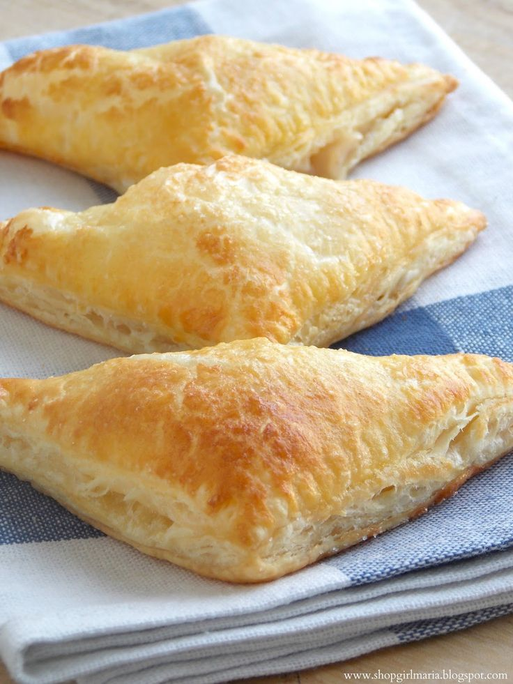 Shopgirl: Mini Apple Turnovers MINI APPLE TURNOVERS *Makes 9*  YOU WILL NEED: 1 sheet puff pastry 2 apples 1/4 cup water 1/2 tsp ground cinnamon 1/2 tsp lemon juice 1/2 tsp cornstarch 1 egg 1 - 2 tbs granulated sugar plus extra for sprinkling