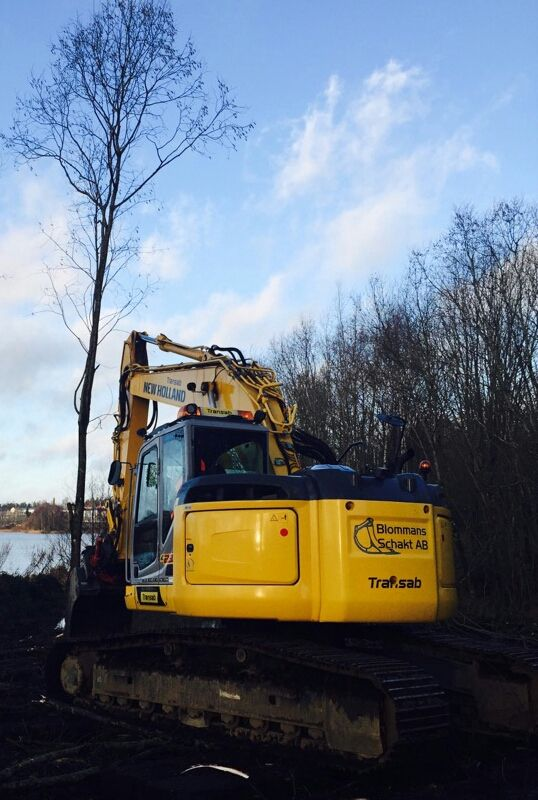 FOR SALE: New Holland/Kobelco E235B (excl. blade) Hours: 3749 (communitydriving all the time) Modelyear: 2012 Engine: step 3A Rotortilt: Indexator RT80 Coupler: S70  click on contact form for more news