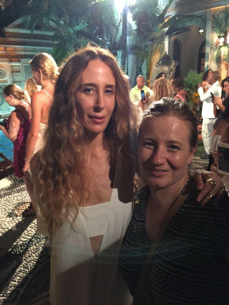 Mara Hoffman en la Casa Casuarina de Versace + Get the look con TRESemmé y Sephora