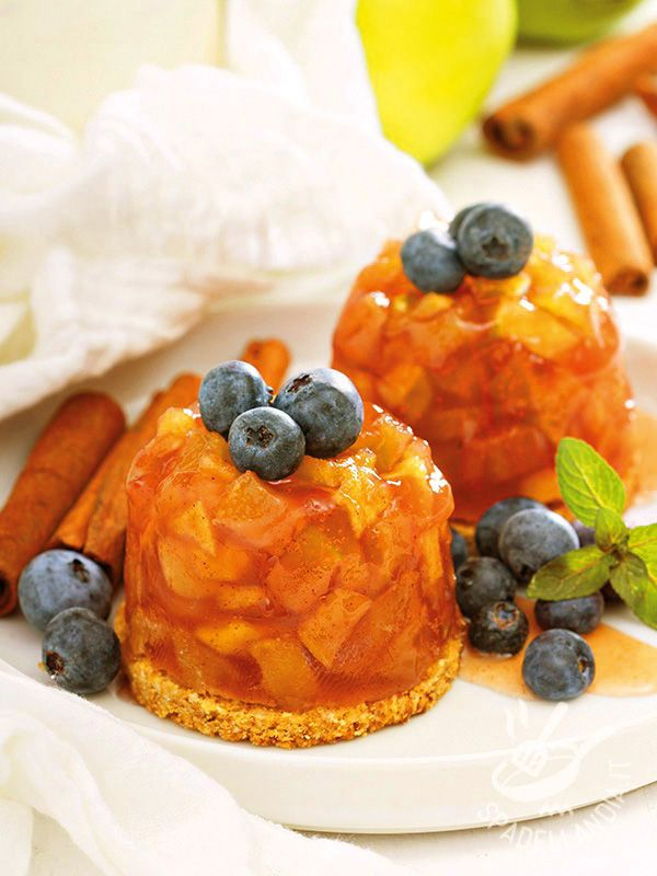 Dolcetti di mele cotte in gelatina: dessert irresistibili molto aromatici, con il profumo di sidro, calvados, cannella, chiodi di garofano e menta.