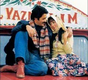 """Atıf Yılmaz tarafından yönetilen, başrollerinde Kadir İnanır ve Türkân Şoray'ın oynadığı,1977 tarihli film. Türk sinemasının başyapıtlarından biri olarak sayılmaktadır. Kırgız yazar Cengiz Aytmatov'un 1970 yılında yayımlanan aynı adlı romanından uyarlanmıştır. Filmin özgün müziğini Cahit Berkay bestelemiştir. """"Selvi Boylum Al Yazmalım"""" 1978 Uluslararası 15. Antalya Sanat Şenliği'nde Maden filminin ardından ikinci en iyi film seçilmişti."""