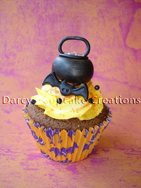 witches couldron cupcake by Darcy's Cupcake Creations, via Flickr