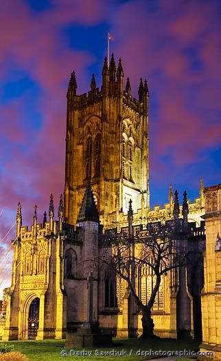 Manchester Cathedral , U.K And while in the UK I would soooooo go try and see a Manchester United game :D