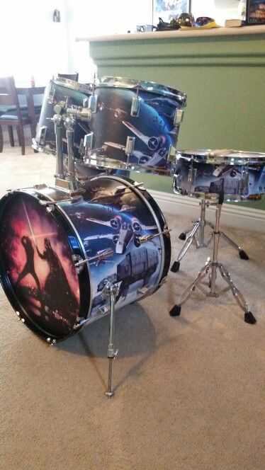 Custom, ART filled, 5 piece Star wars drumkit - the LIGHT SABER BATTLE... before Luke learns who his father is! #DdO:) - https://www.pinterest.com/DianaDeeOsborne/drums-drumming-joy/ - DRUMS & DRUMMING JOY.  One of most famous theme songs from ANY movie EVER is THE IMPERIAL MARCH. American composer & conductor John Williams has scored more than 100 films, including JAWS and all six Star Wars movies.  Photo from inknbeats. com, pinned via Bruce Trimble's The Engine Room #Pinterest board.