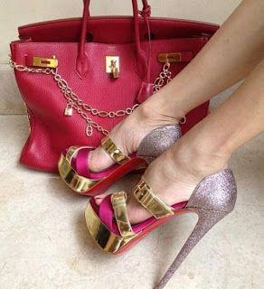 Juego de cartera y zapatos, elegantes.