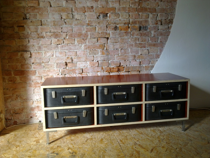 Workshop Brasem - Suitcase sideboard - Salvaged shuttering plywood and typewriter cases - brick / plastered wall