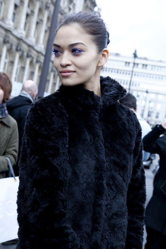 La Fashion Week automne-hiver 2012-2013 de Paris bat son plein, découvrez les meilleurs looks de rue pris sur le vif entre deux défilés.