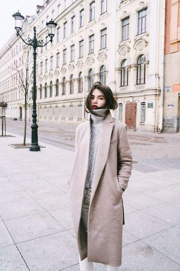 チェスターコートと聞くと、「カッチリ上品で、大人な雰囲気のコート」というイメージを抱いている人も多いのではないでしょうか?