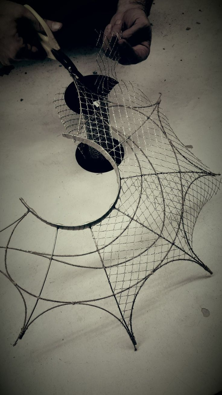 Tocados Vlad Straticiuc. Wire frame with veiling. #judithm #wireframe