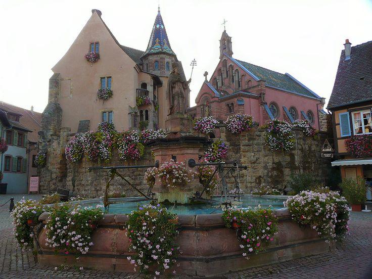 Grâce à sa multitude de paysages différents, la France est l'un des plus beaux territoires du monde. En Alsace, par exemple, se trouve Eguisheim, un village réputé pour son authenticité et sa beauté. SooCurious vous présente ce lieu mag...