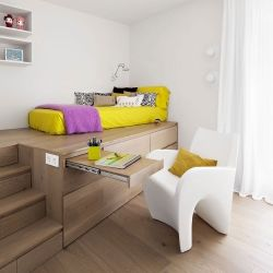 Vivienda en Llaveneres by Susanna Cots. - that raised bed with tons of drawers and a pull out desk. love it.