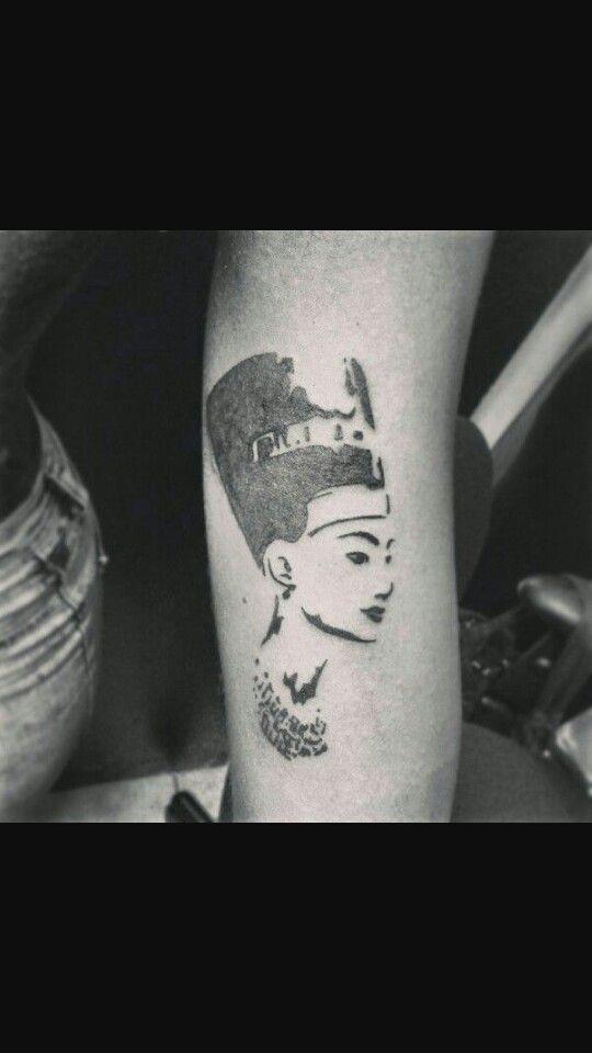 Nefertiti . Idea for bicep