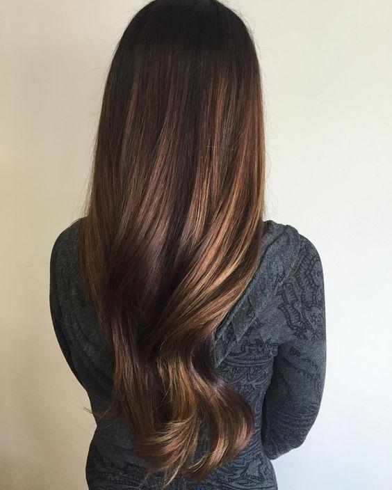 Renueva tu cabello con tonos cafes y dorados para este otoño.  #Hair #Otoño #Hazelnut