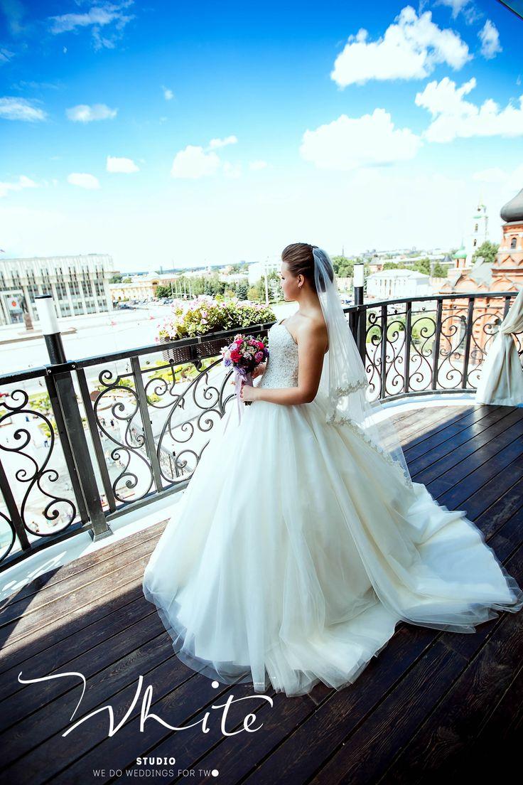 """У нашей команды есть принцип - это неповторимость!   Мы хотим, чтобы каждая наша невеста получила свою особенную, уникальную свадебную историю. И без лишней скромности можем утверждать, что у нас это получается! ✨  Спасибо Вам за доверие! Мы всегда рады видеть новых невест в нашей большой свадебной семье!   Звоните и записывайтесь на встречу: 8-961-262-04-90 Ваша Студия особенных свадеб """"WHITE""""!"""