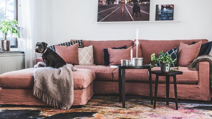Rosa Valen XL linne soffa dun, avtagbar klädsel, 100% linne, låg, djup, rymlig, fotpall, pläd, beige, mohair, foxford, fuskpäls, filt, brun, vardagsrum, inredning, möbler, vintage, matta.