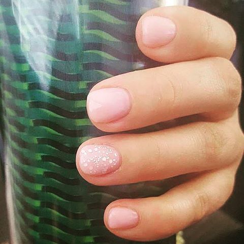 Totally natural gel overlay #iloveshortnails #geloverlays #prettynpink #gelnails…