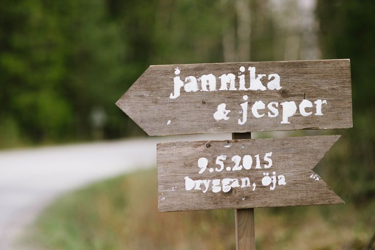 Wedding sign to the reception. Julia Lillqvist | Pinterest | http://julialillqvist.com