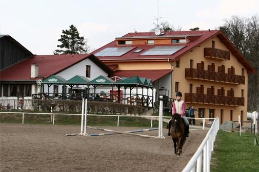 http://www.rajzazitku.cz/35-zazitky-se-zviraty/4-jezdecka-skola.htm