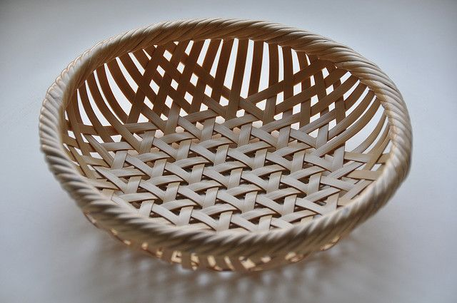 bamboo by Ikko Kubo. If I can weave an Amish cheese basket, surely I can figure this out!