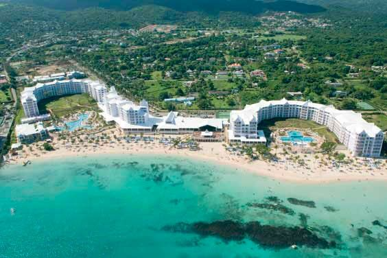 ClubHotel Riu Ocho Rios with ADULTS ONLY Deluxe wing with exclusive services available. ClubHotel Riu Ocho Rios con sección ADULTS ONLY Deluxe con servicios exclusivos. Riu Hotels & Resorts - Jamaica