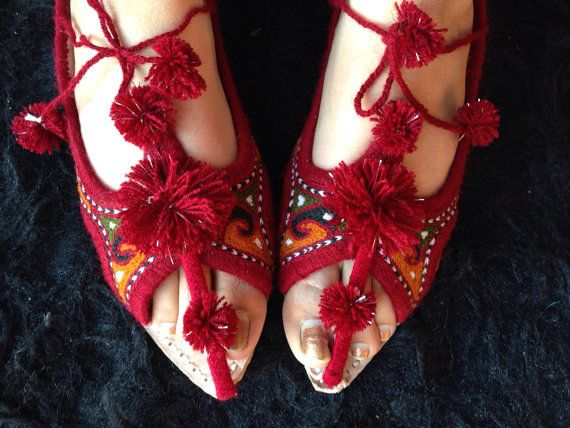 Red shoes flat Indian shoes Asian red shoes por SamiModernStyles, $40.00