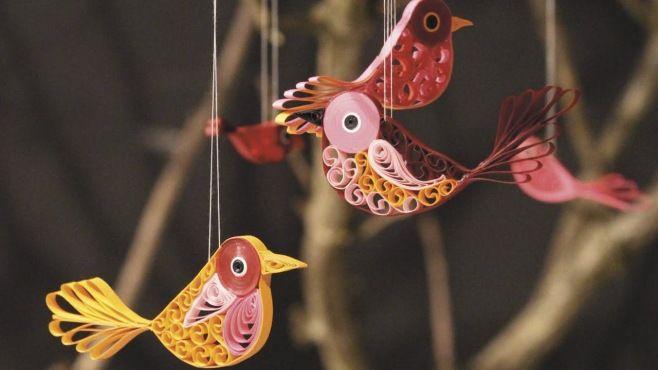 Quilling Sanatı - Müthiş Kuş Süsleri Tasarımı - Makaraya sarma (Quilling Sanatı) - teknikleri, örnekleri ve ipuçlarını videolu anlatımı. Kağıttan müthiş kuş süsleri yapımı (Quilling Birds Video)