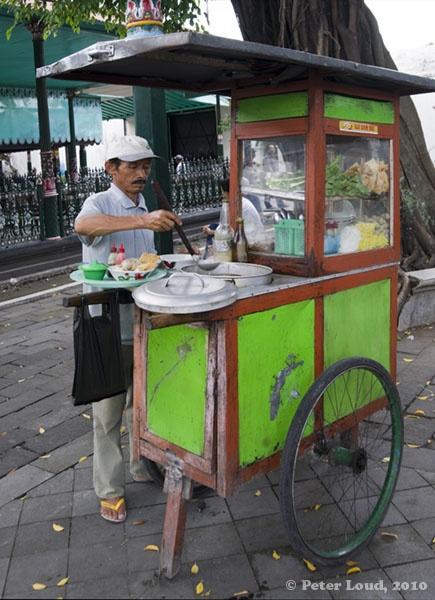 Bakso | meat ball | Yogyakarta, Java '88 huwelijksreis naar Indonesië met een start in Singapore, daarna Sumatra, Java, Lombok, Bali en Sulawesi. Wat een ervaring!