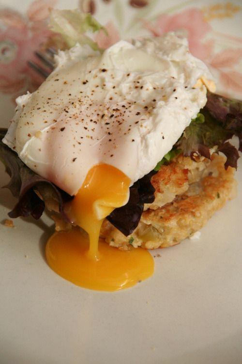 Quinoa Cakes with Poached Eggs    Use gf Kinnikinnick panko bread crumbs to make this gluten free
