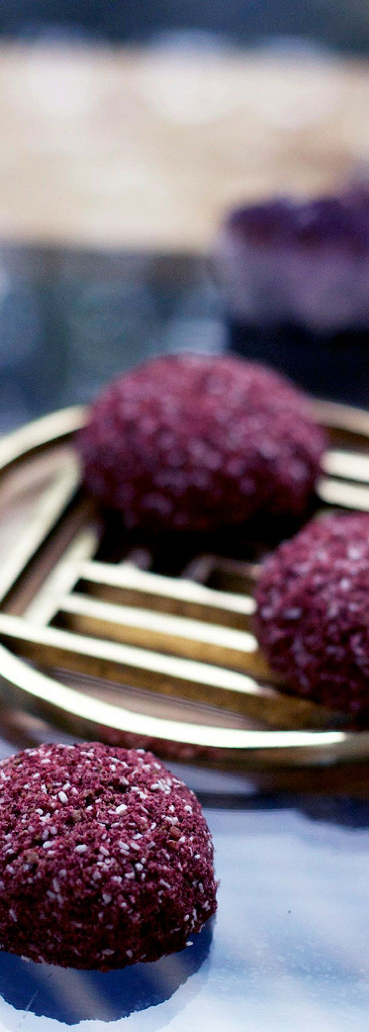 DIY Natural Bath Bomb Recipe. DIY Natural Bath Bomb Recipe. I love the idea of diy bath bombs, but they always use harsh ingredients like food coloring. This one uses all natural beet powder. Vegan and clean beauty!