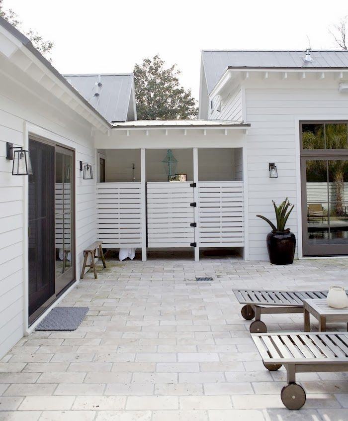 Super chic outdoor showers beach house pinterest for Outdoor bathroom for pool