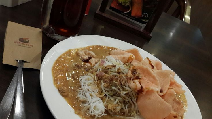 Ketoprak, original food of Batavian people, is a blend of rice noodles, tofu, bean sprouts and peanut sauce