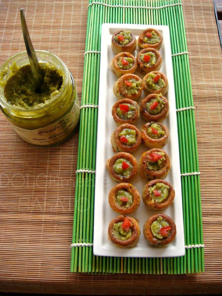 DOLCEmente SALATO: Mini savarin con pomodori secchi, acciughe e pesto di pistacchio