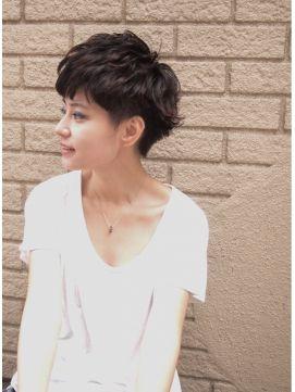 ■ Joule hair ■ 大人も、遊び心ある可愛いショートスタイルにしたい!という時はこちら。軽過ぎず重過ぎないまとまりの出る毛量の毛先に動きが出しやすいパーマをワンカール。毛先を遊ばせましょう! http://beauty.hotpepper.jp/slnH000268109/