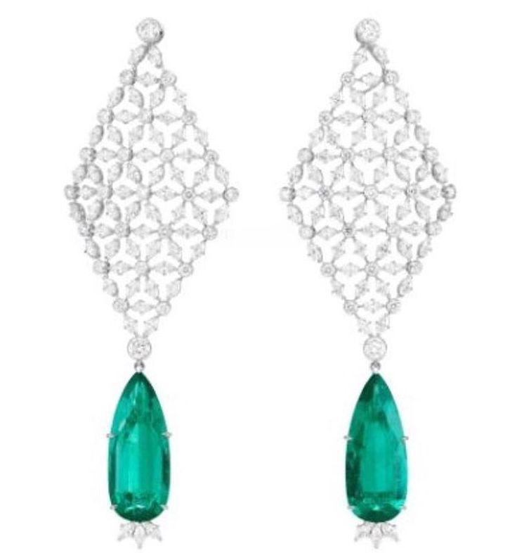 #responsiblysourced Gemfields Zambian emeralds in @chopard 's #greencarpet earrings worn by @gemmaarterton at #venicefilmfestival2016  @ecoage #journeytosustainableluxury #hautejoaillerie #chopard #gemfields