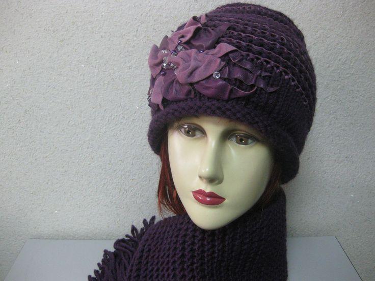Шапка с шарфом вязаная из кожи с пряжей