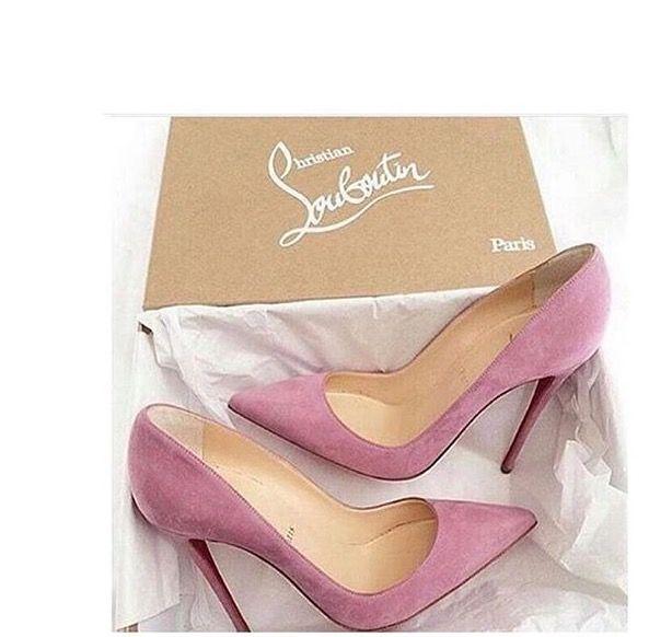 Zapatos de novia Louboutin en ante rosa