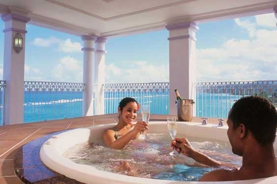 Time to relax at ClubHotel Riu Ocho Ríos. Located in the banks of the privileged beach Mammee Bay in Ocho Rios, Jamaica, the ClubHotel Riu Ocho Ríos (All Inclusive 24h) is surrounded by thick woods and waterfalls. ClubHotel Riu Ocho Rios - Hotel in Ocho Rios, Jamaica - RIU Hotels & Resorts