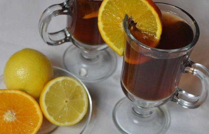 Фруктовый чай http://mirpovara.ru/recept/3265-fruktovyj-chaj.html  Фруктовый чай - потрясающий ароматный напиток, где главными ингредиентами являются цитрусовые, фрукт...  Ингредиенты:  • Чай черный - 250мл. • Сок фруктовый - 300мл. • Лимон - 1шт. • Апельсин - 1шт. • Вода - 200мл. • Гвоздика - 3шт. • Мед - 2ст. л. • Палочка корицы - 1/2шт.  Смотреть пошаговый рецепт с фото, на странице:  http://mirpovara.ru/recept/3265-fruktovyj-chaj.html