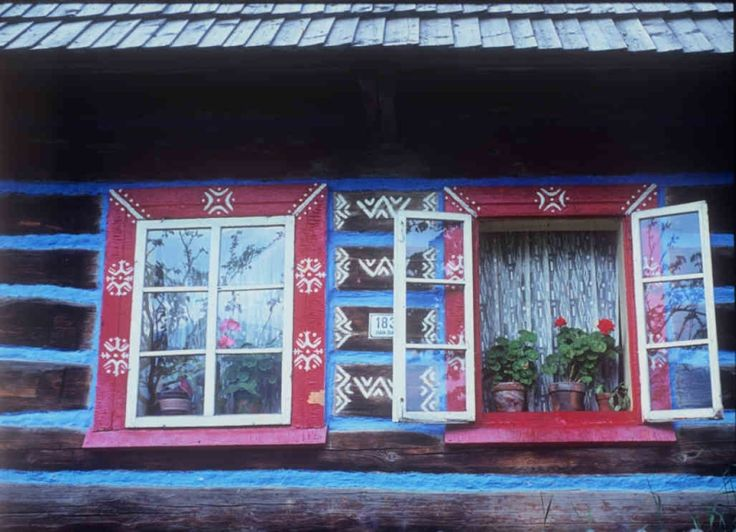 Wooden house decorated with murals. Ždiar (district Poprad), 2 half of the 20th century. State of r. 1974. Archive slide Institute of Ethnology. Photo S. Kovačevičová