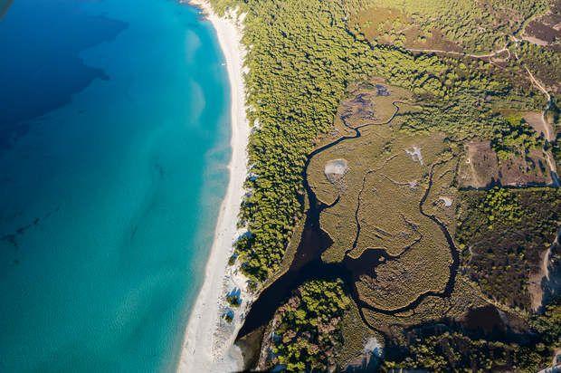 L'Agriate (Haute Corse)Surface protégée : 5934,95 hectaresProtégé depuis : 1979Nombre d'actes d'acquisition signés : 40Le désert des Agriates est une immensité de maquis méditerranéen qui abrite des sites archéologiques, dont les plus remarquables sont datés du Néolithique. Il s'agit du plus vaste domaine du Conservatoire du littoral.