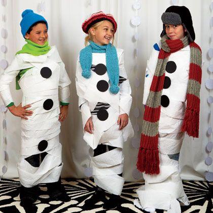 Disfraz rápido de muñeco de nieve : Un disfraz infantil sencillo, ideal para meriendas o cualquier tipo de fiesta navideña. Necesitarás un rollo de papel del wc, bufanda y gorro de lana y cír